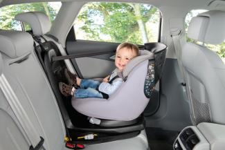 BBC3635USP01_bebeconfort_carseat_carseataccessory_backseatprotector_2017_protectscarinterior_RestrictedToDec2019_side.jpg